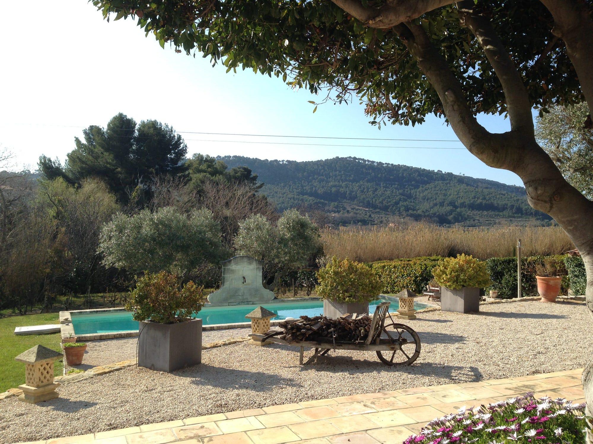 vue jardin, chambre d'hôte avec vue piscine