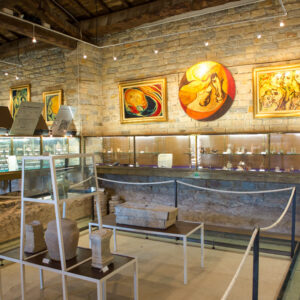 musée_de_tauroentum_interieur_vitrines_et_amphores